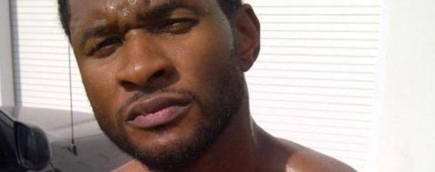 Usher blickt ernst in die Kamera