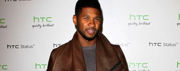 Usher in brauner Lederjacke