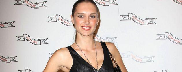 Viktoria Lantratova beim Modeln