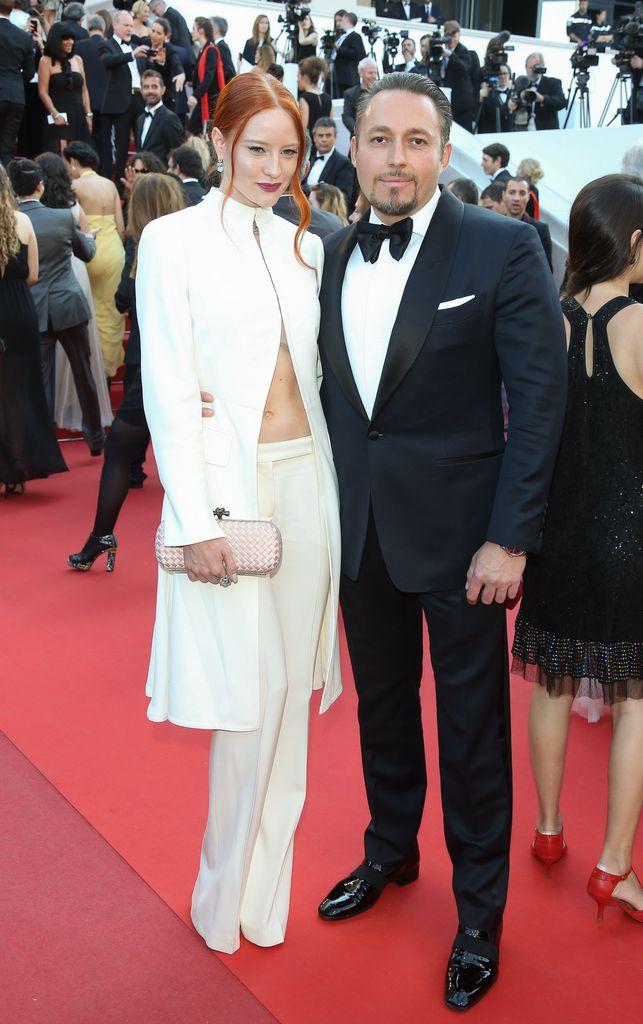 Verliebt In Cannes Barbara Meier Klemens Halten Handchen Promiflash De