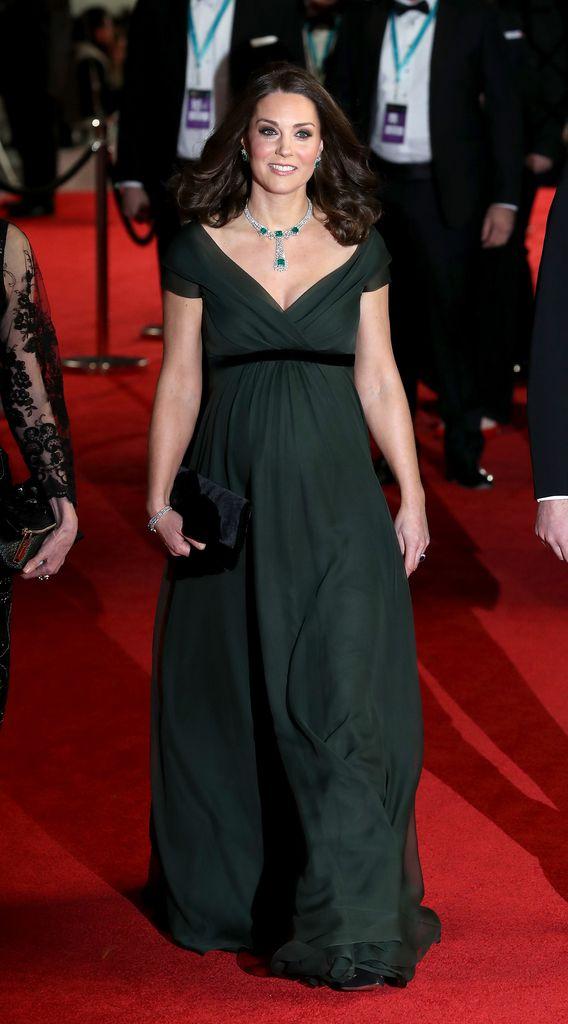Falsches Kleid? Herzogin Kate trägt bei BAFTA\'s kein Schwarz ...