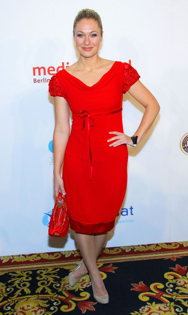 Rotes kleid ruth moschner