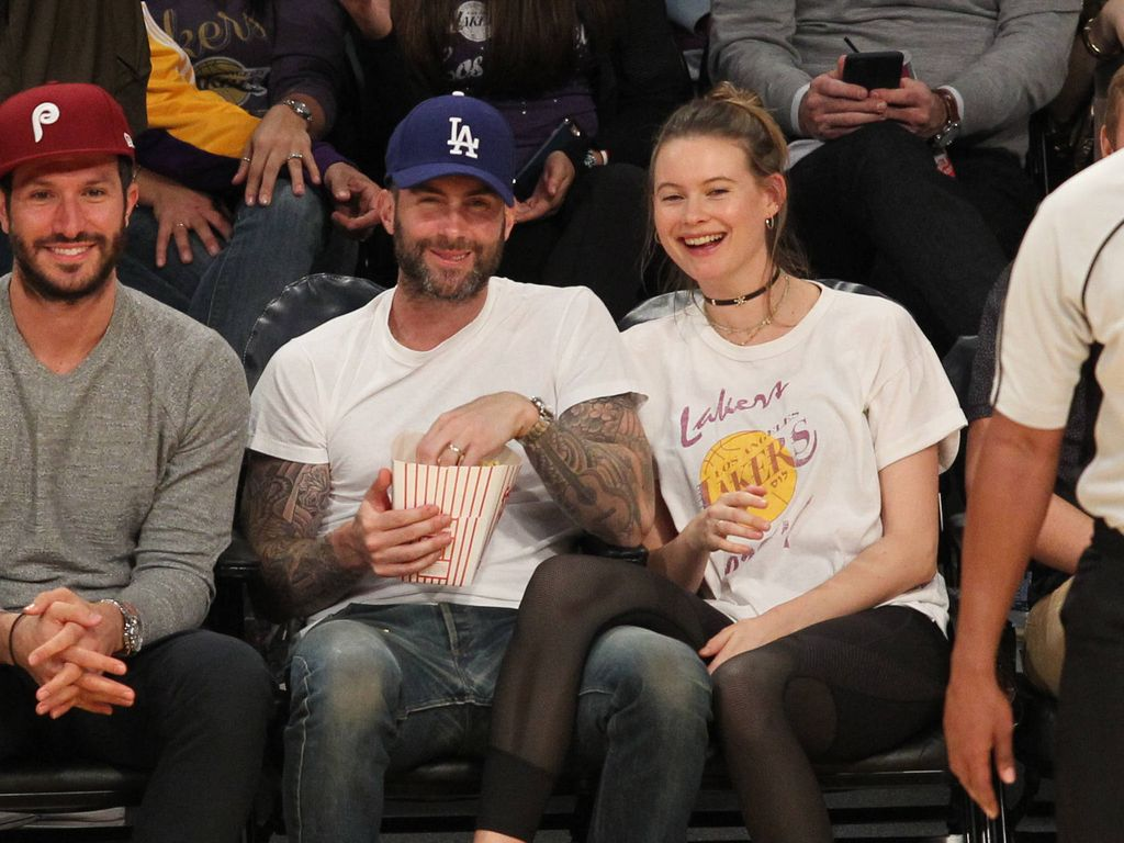 Adam Levine und Behati Prinsloo beim Lakers Spiel in L.A.
