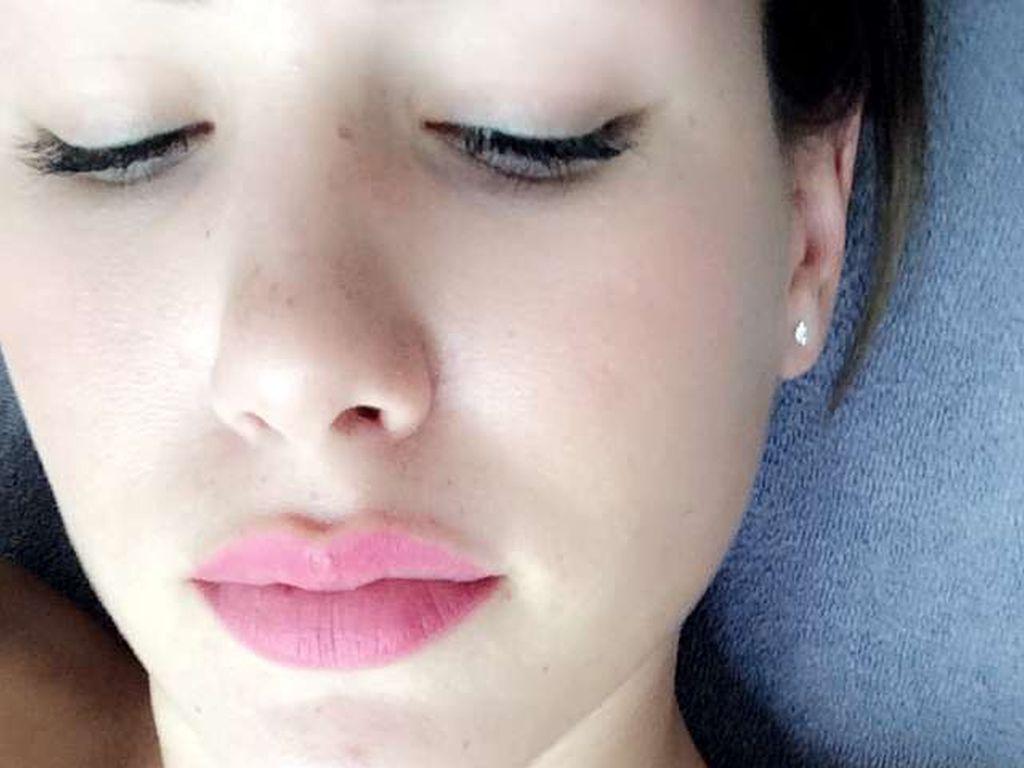 Angelina Heger bei ihrer Tattoo-Entfernung im August 2016