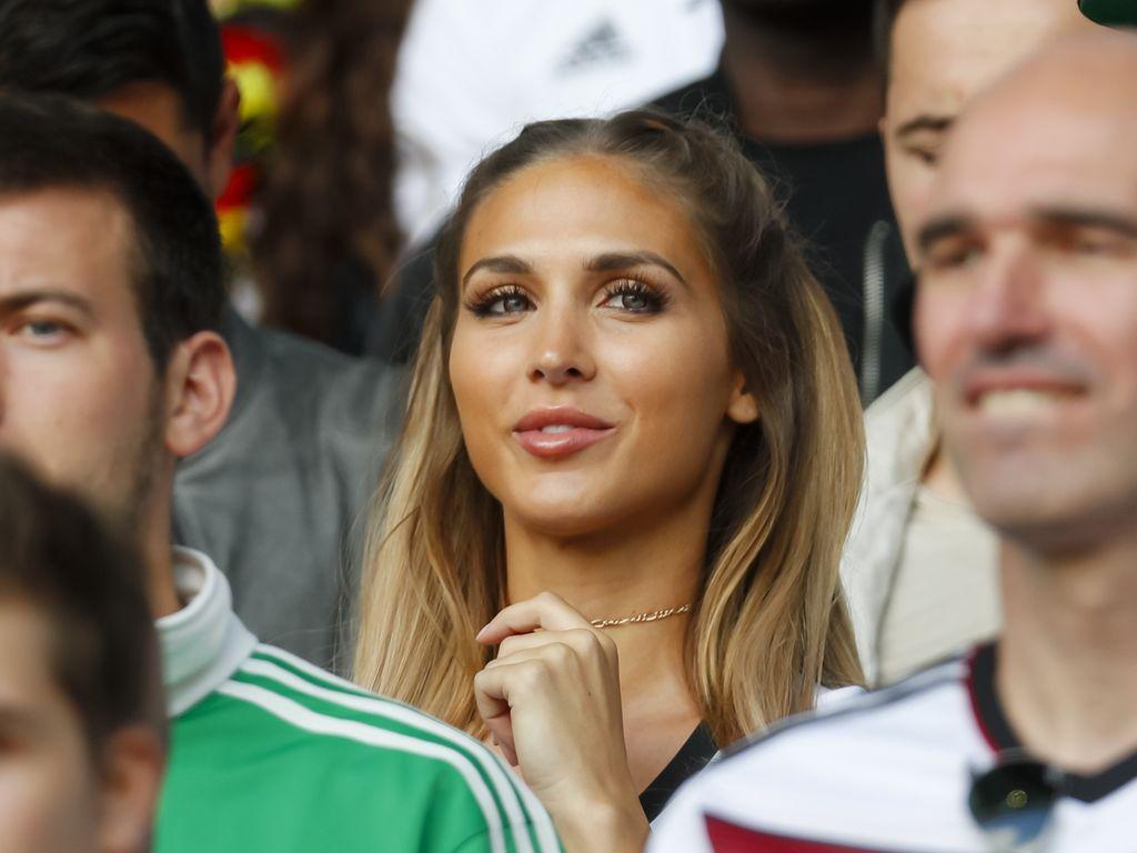 Ann-Kathrin Brömmel im Stadion bei der EM