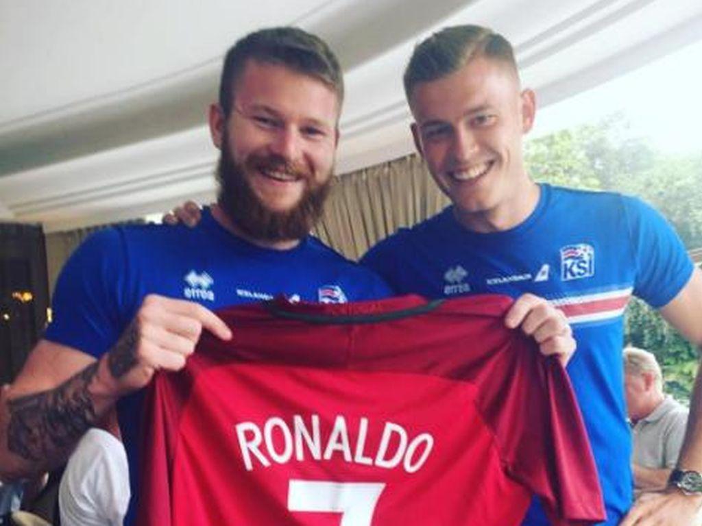 Aron Gunnarsson und Alfred Finnbogason, isländische Fußballnationalspieler