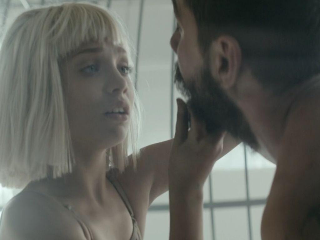 """Ausschnitt aus Sias Video zu """"Elastic Heart"""""""
