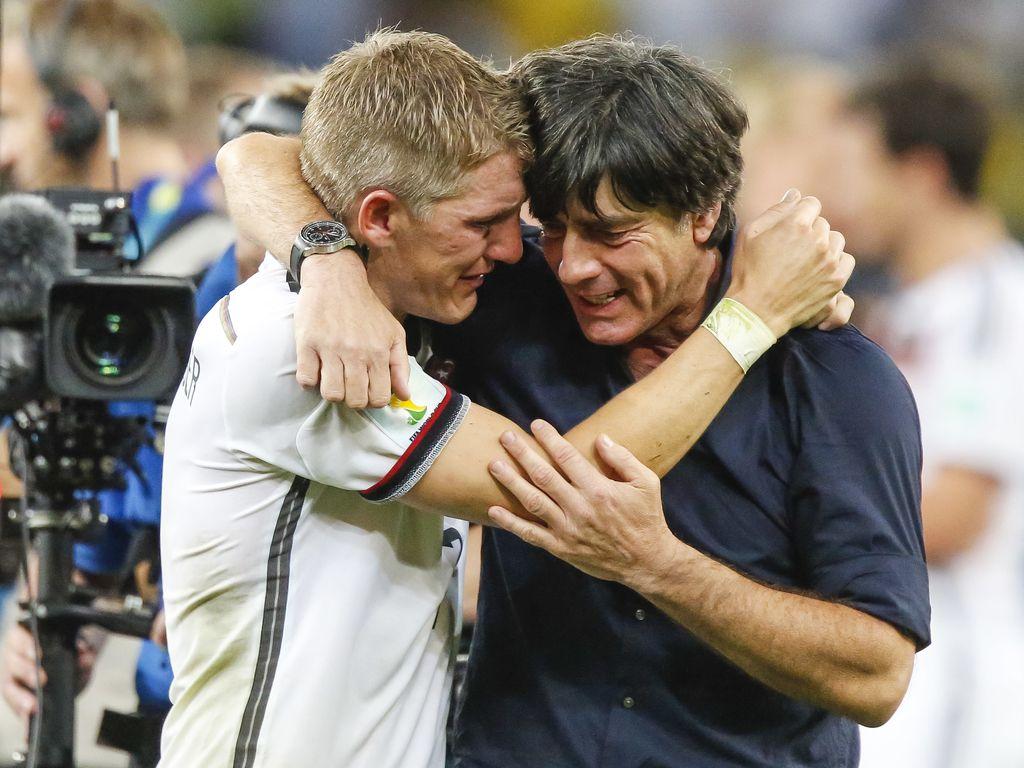 Joachim Löw und Bastian Schweinsteiger nach dem WM-Finale 2014