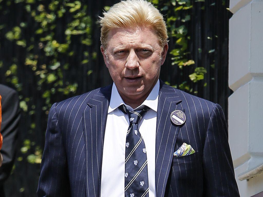 Boris Becker mit Tasche unterm Arm