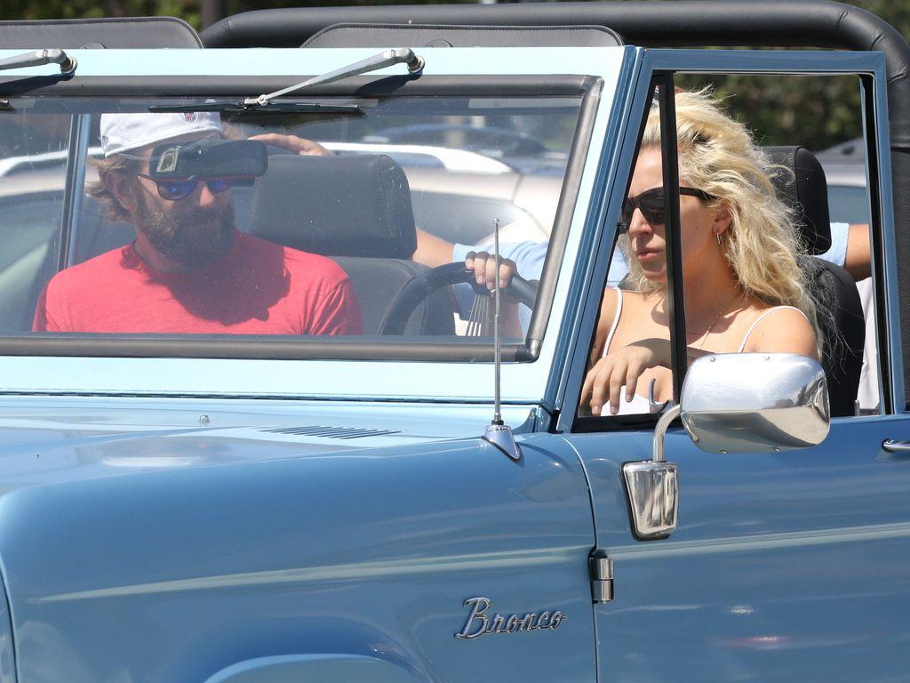 Bradley Cooper und Lady Gaga in Malibu unterwegs