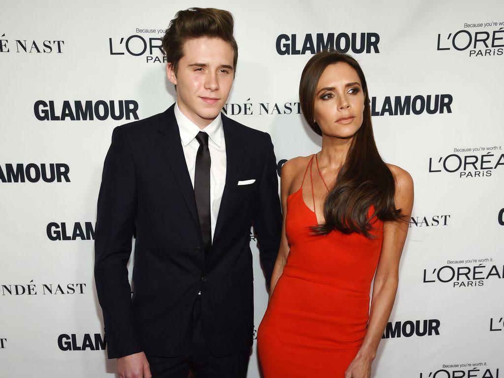 """Brooklyn Beckham mit Victoria Beckham bei """"Glamour Women Of The Year Award"""""""