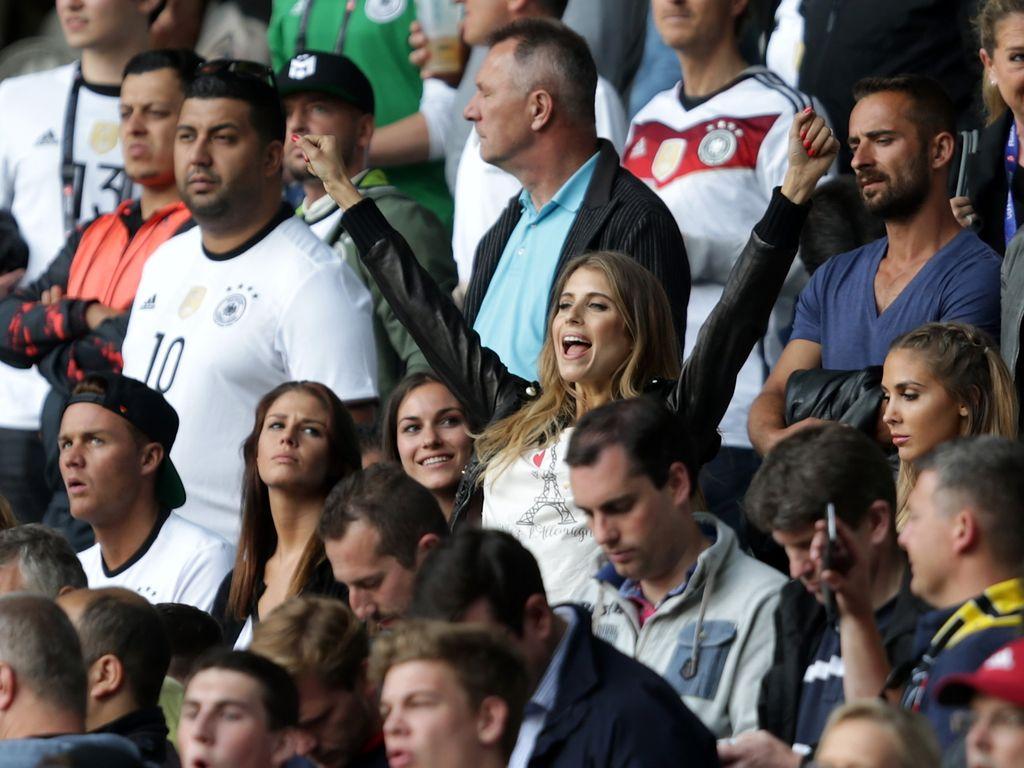Cathy Hummels bei der Fussball-EM 2016: Deutschland vs Slowakei
