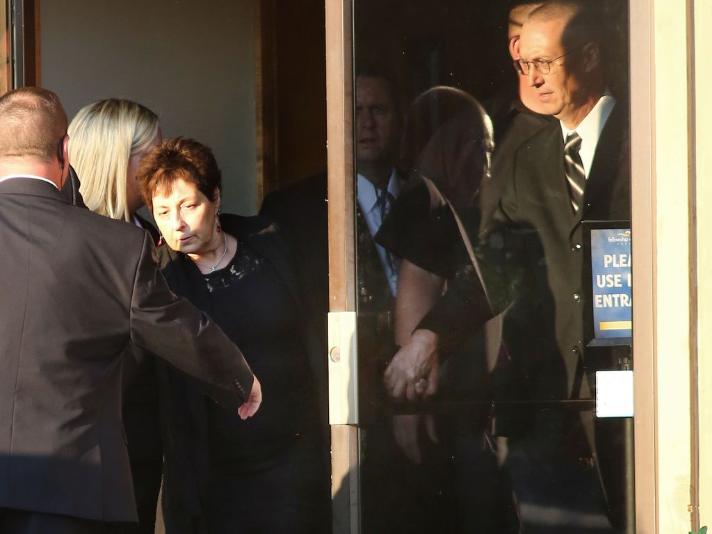 Christina Grimmies Eltern bei der Gedenkfeier für ihre Tochter
