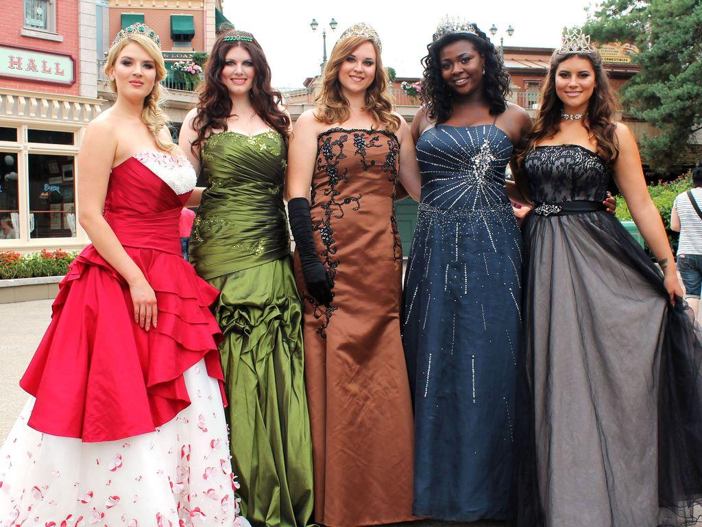 """""""Curvy Supermodel""""-Kandidatinnen Polina, Fabienne, Michaela, Aurelie und Celine"""