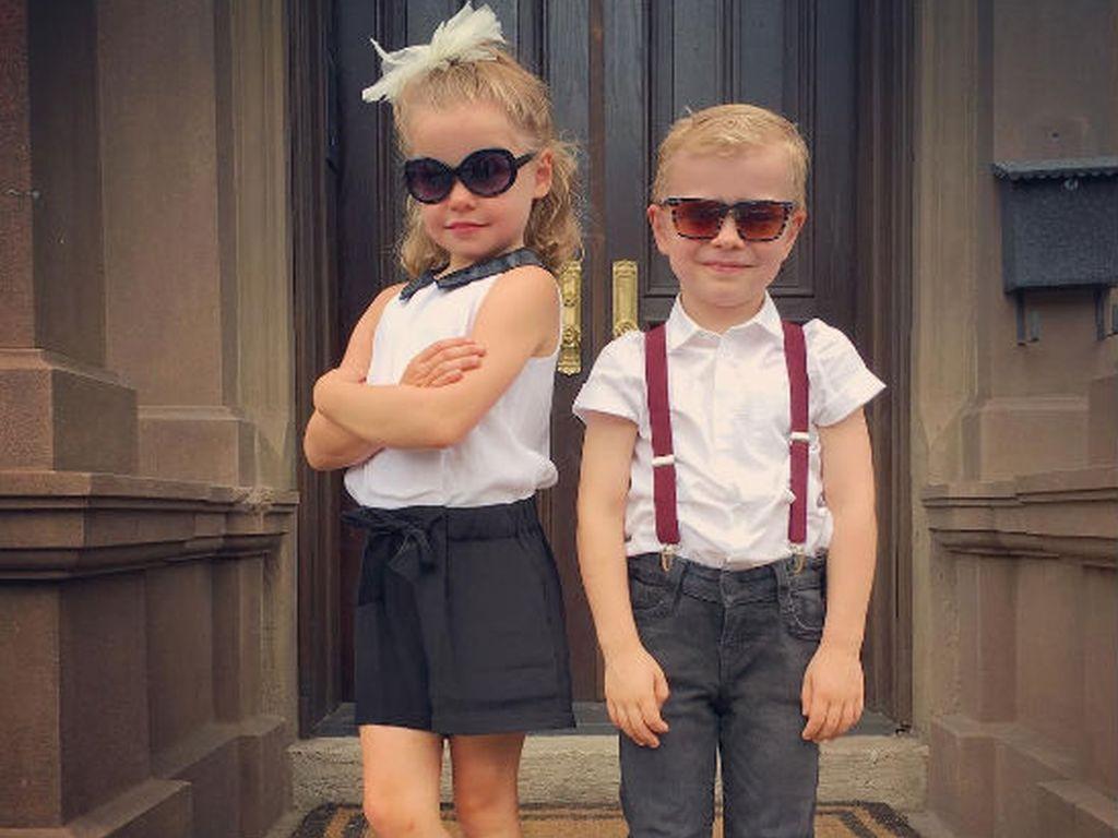 Harper Grace Burtka-Harris und Gideon Scott Burtka-Harris an ihrem ersten Tag im Kindergarten