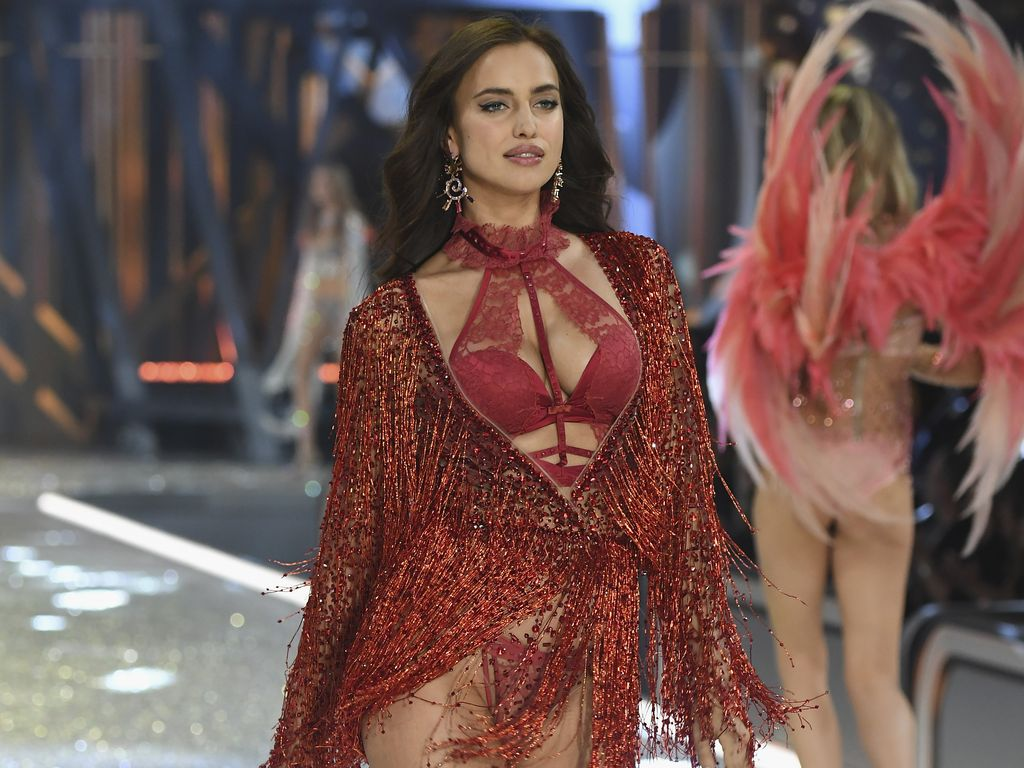 Irina Shayk bei der Victoria's Secret Fashion Show 2016 in Paris