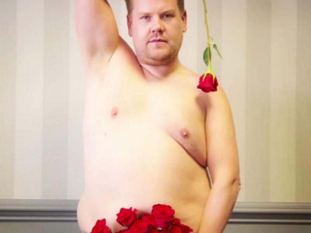 James Corden nackt in Rosen