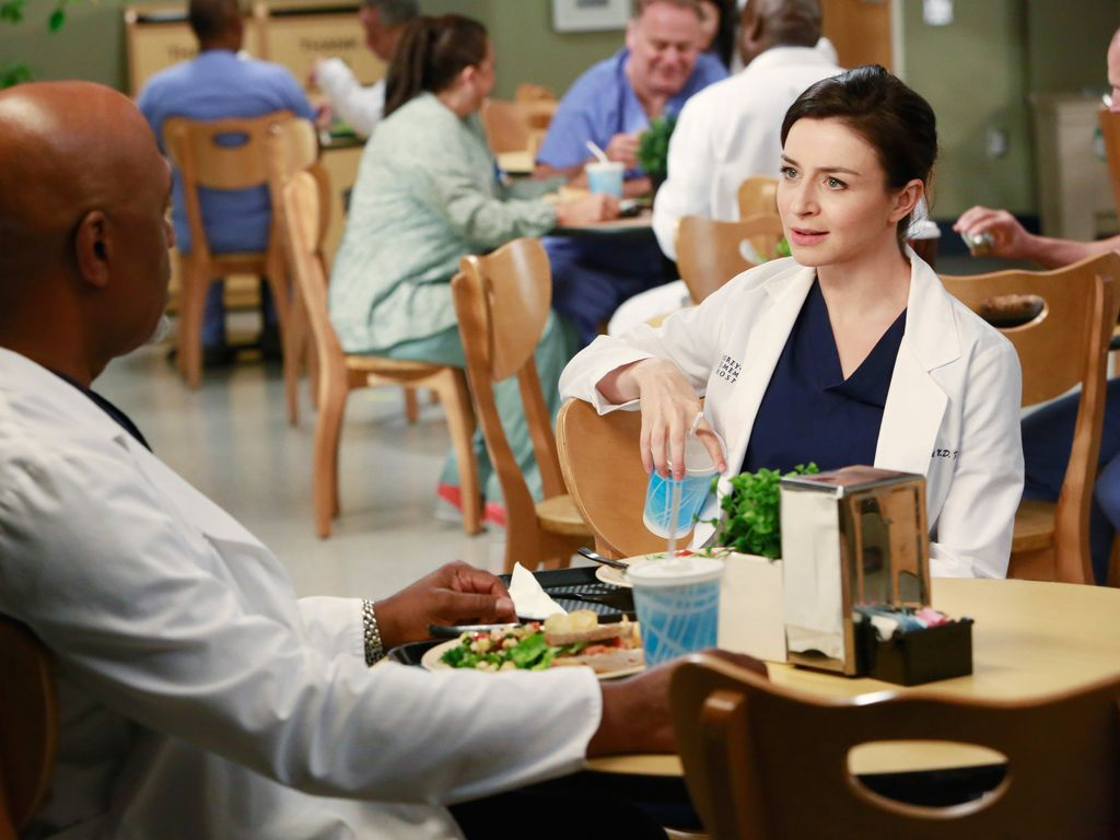 "James Pickens Jr. und Caterina Sorsone in der 11. Staffel von ""Grey's Anatomy"""
