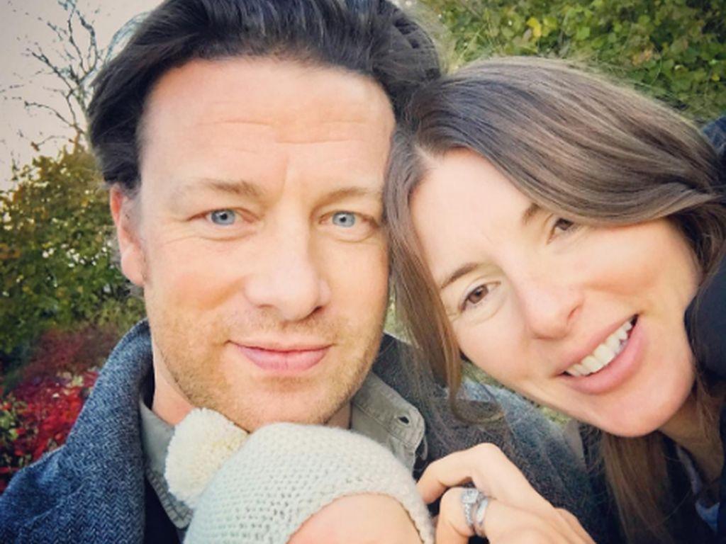 Jamie Oliver mit seiner Frau Jools und Söhnchen River Rocket