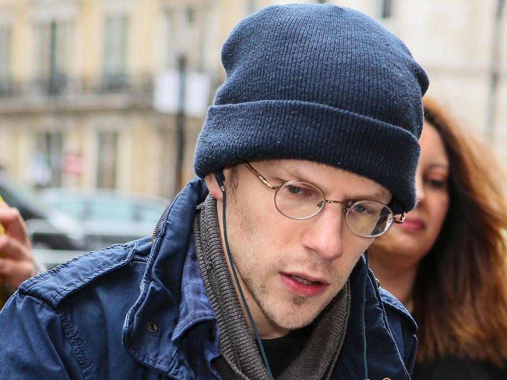 Jesse Eisenberg mit Fans in London