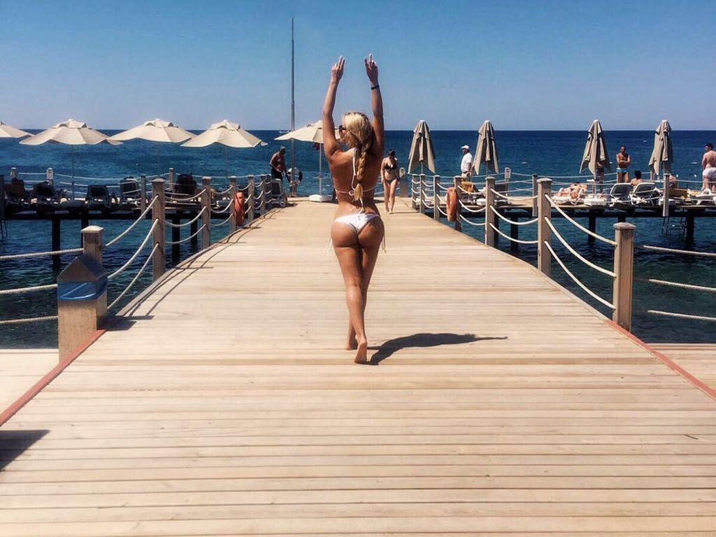 Jessica Paszka zeigt im Urlaub ihren neuen Po