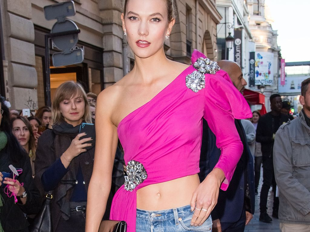 Karlie Kloss vor der L'Oréal- Boutique in Paris