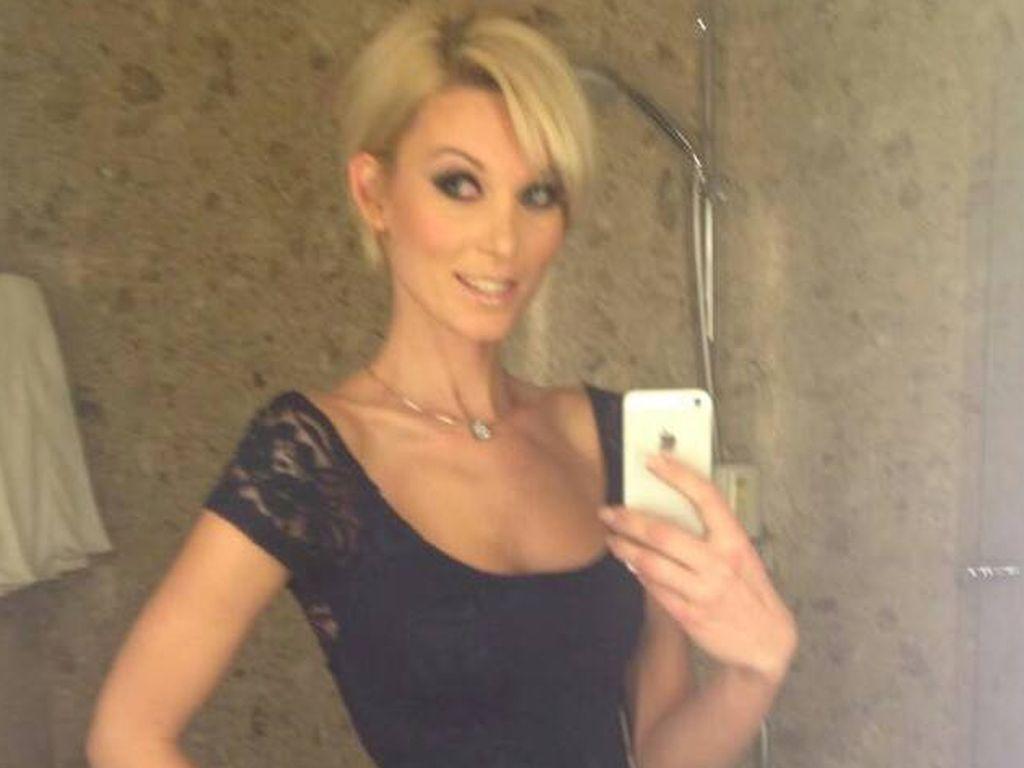 Wirbt Bachelor-Katja bald nackt für die Venus?   Promiflash.de