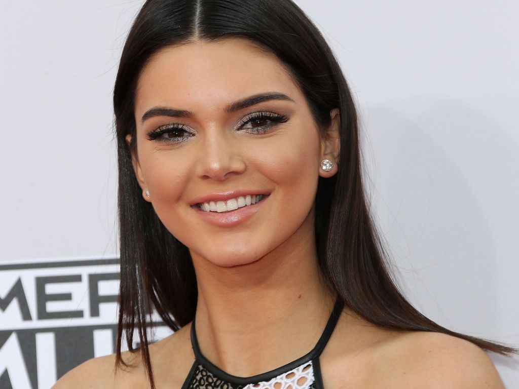 "Kendall Jenner bei den ""42nd Annual American Music Awards"" in Los Angeles"