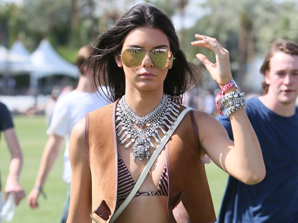 sexy im hippie look kendall jenner ist die festival queen. Black Bedroom Furniture Sets. Home Design Ideas