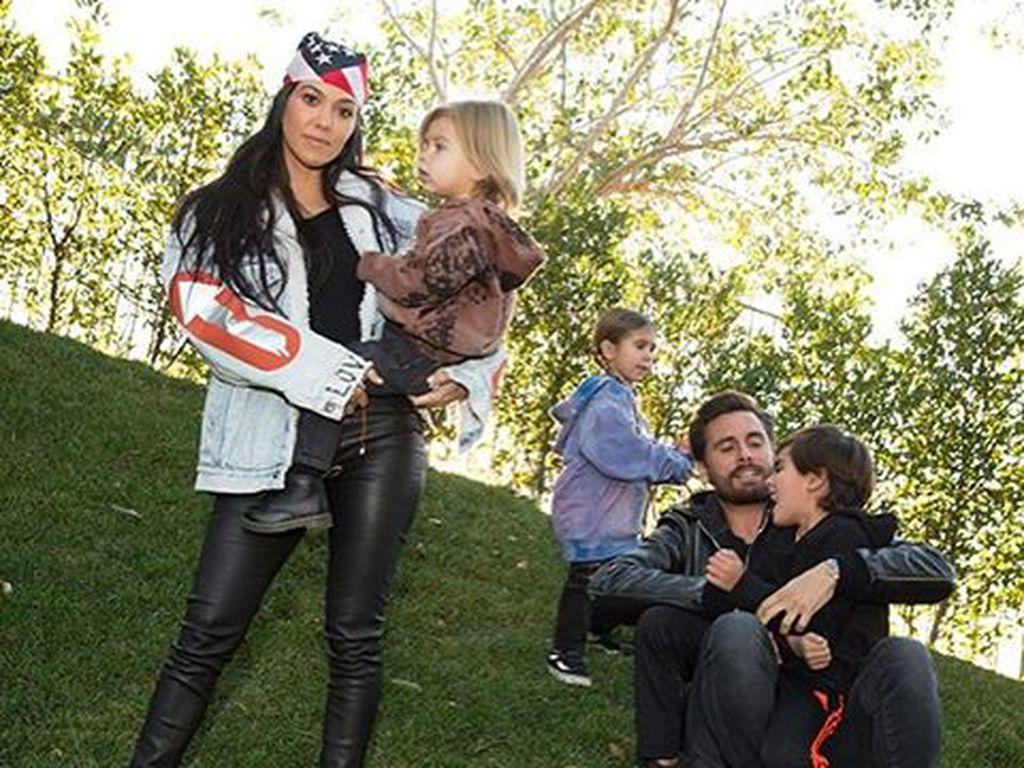 Kourtney Kardashian und Scott Disick mit ihren Kids Reign, Penelope und Mason