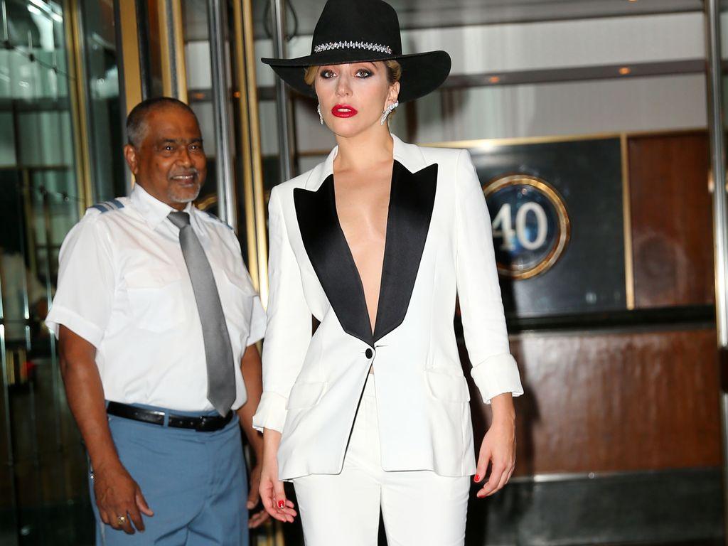 Lady GaGa vor ihrer Wohnung in New York