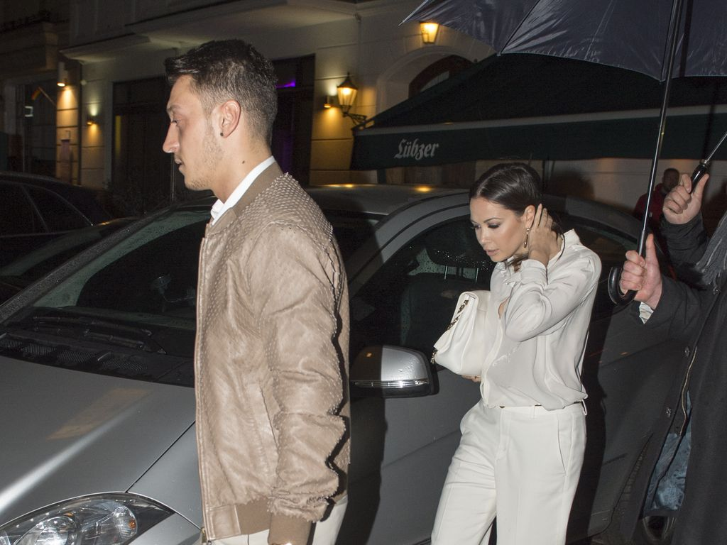 Mandy und Mesut turteln in Berlin im November 2015
