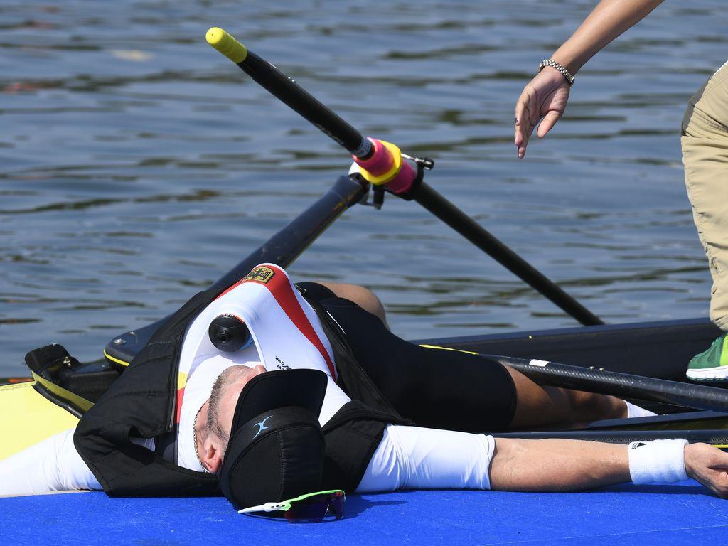 Marcel Hacker nach seinem Kollaps bei den Olympischen Spielen 2016 in Rio