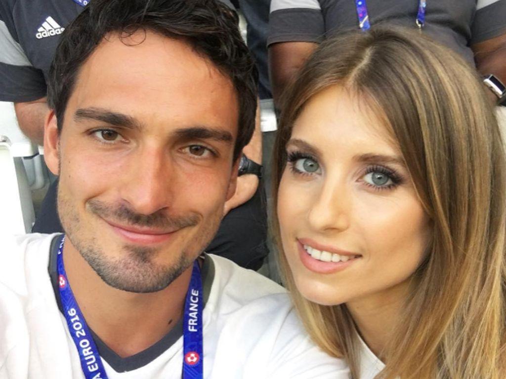 Mats und Cathy Hummels beim Halbfinalspiel Deutschland - Frankreich der EM 2016 in Marseille