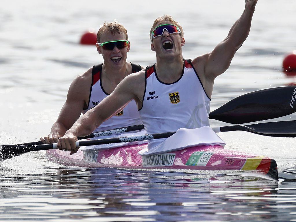 Max Rendschmidt und Marcus Groß bei ihrem Olympia-Sieg im Kayak-Zweier