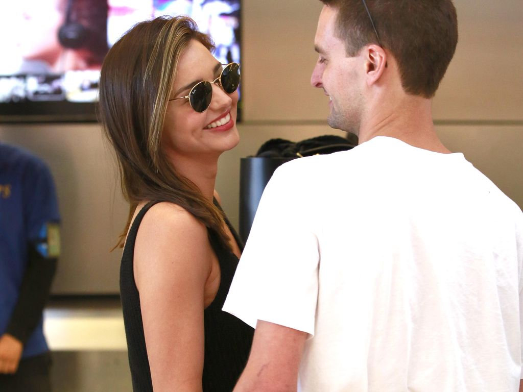 Miranda Kerr und Evan Spiegel am Flughafen
