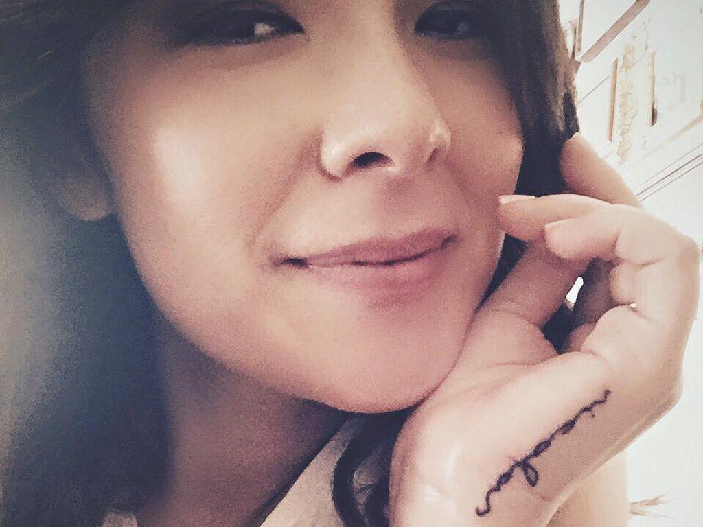 Nela Lee mit ihrem ersten Tattoo
