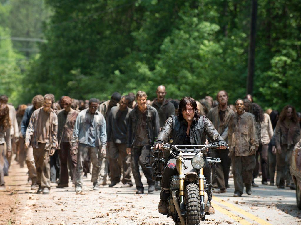 "Norman Reedus führt eine Zombimeute bei ""The Walking Dead"" an"