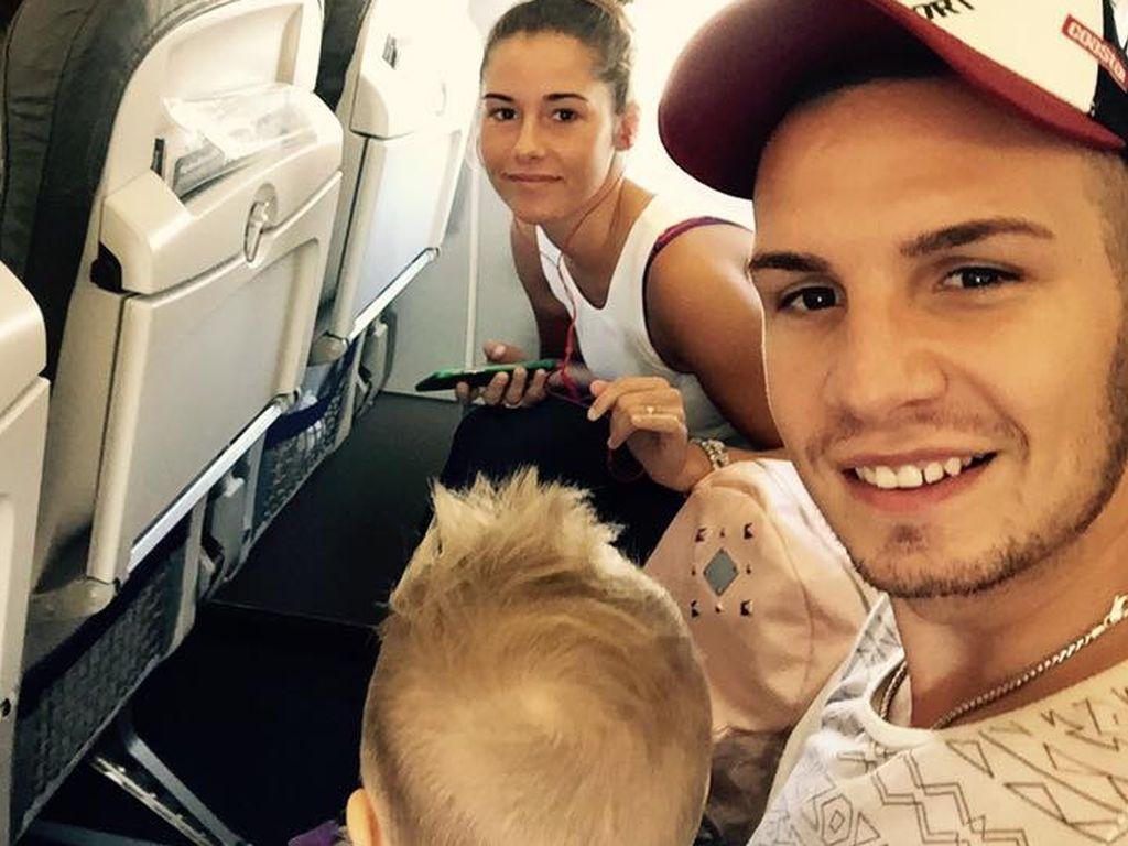 Pietro, Alessio und Sarah Lombardi im Flugzeug von München nach Köln