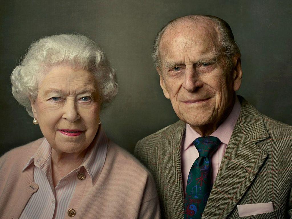 Queen Elizabeth II. und Prinz Philip posieren für ein Foto