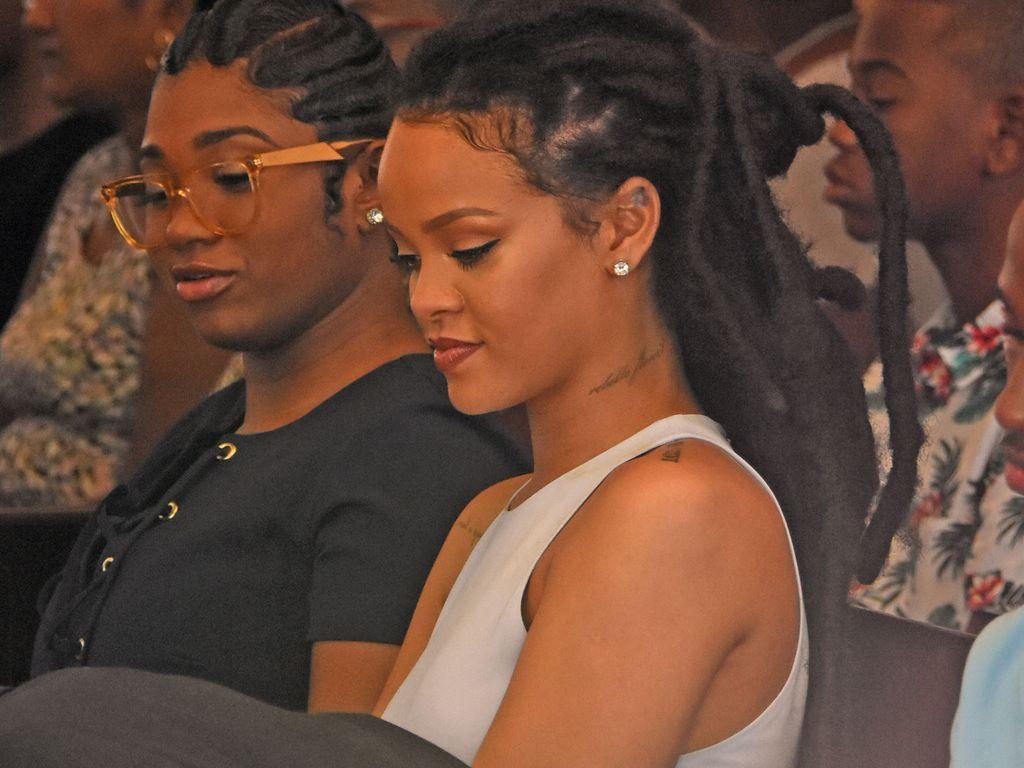Rihanna in der Taufmesse ihres Cousins auf Barbados
