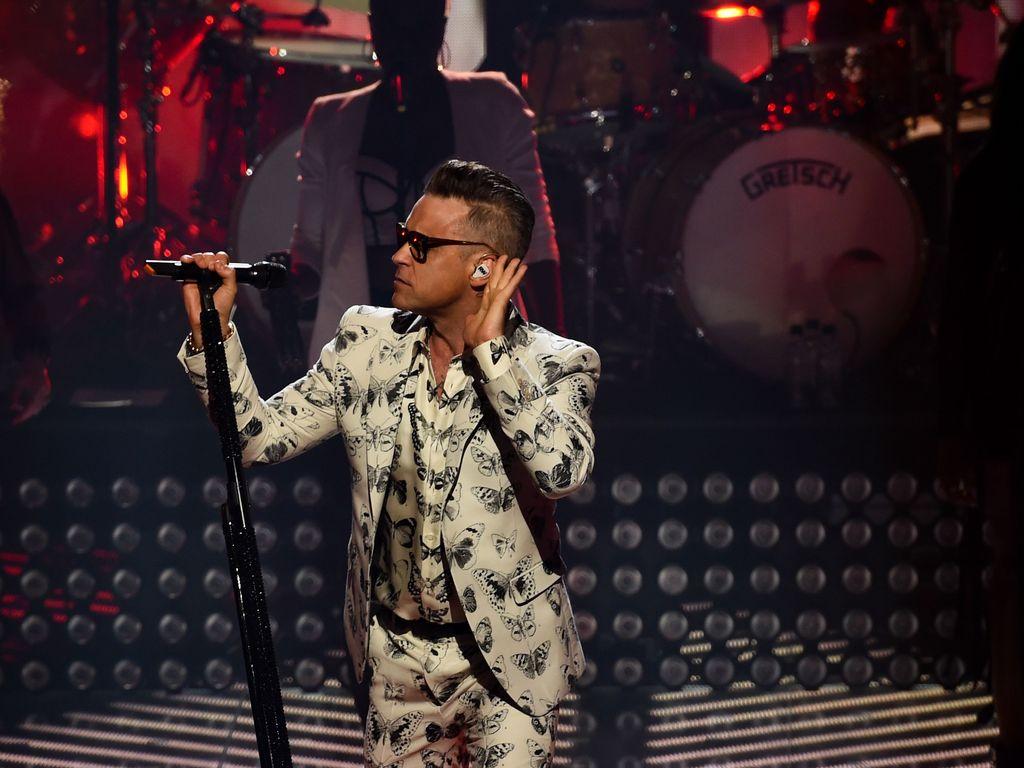 Robbie Williams bei einem Konzert in London