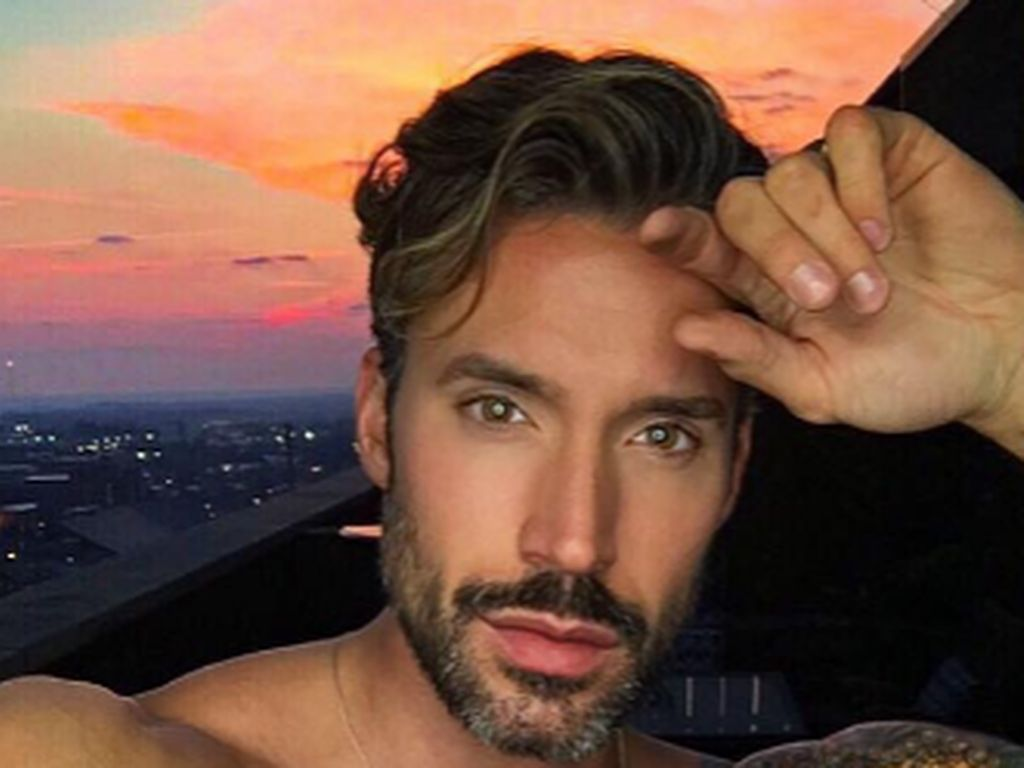 Robert Sepúlveda Jr., Gay-Bachelor