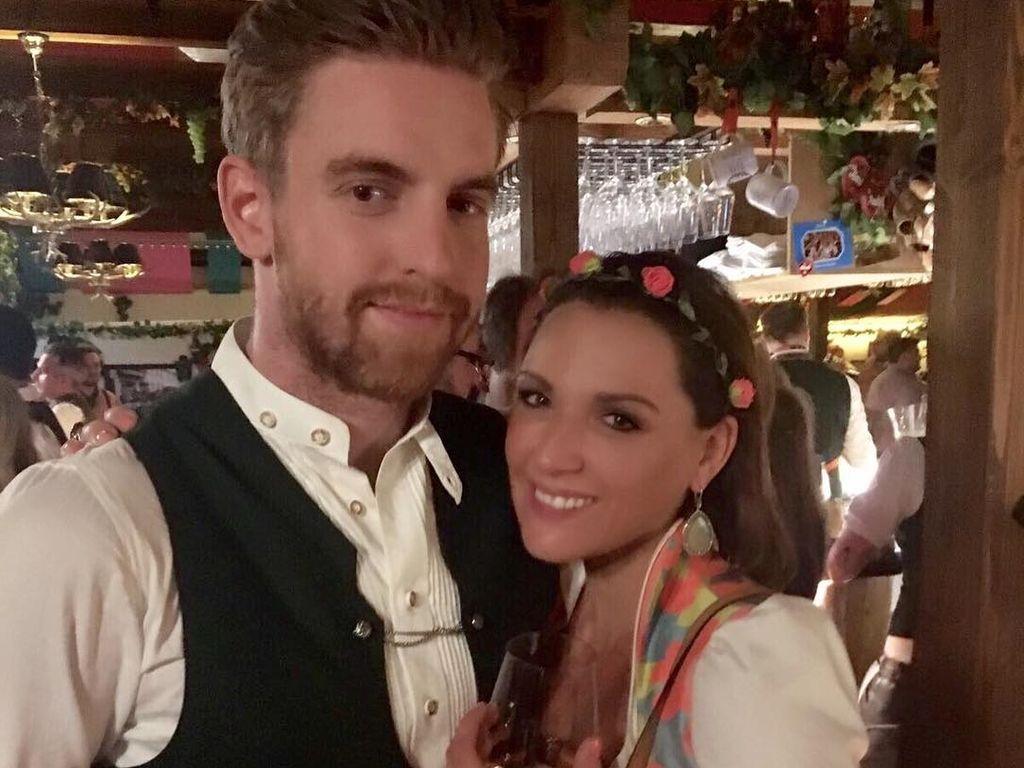 Simone Ballack mit ihrem Freund Florian auf dem Oktoberfest