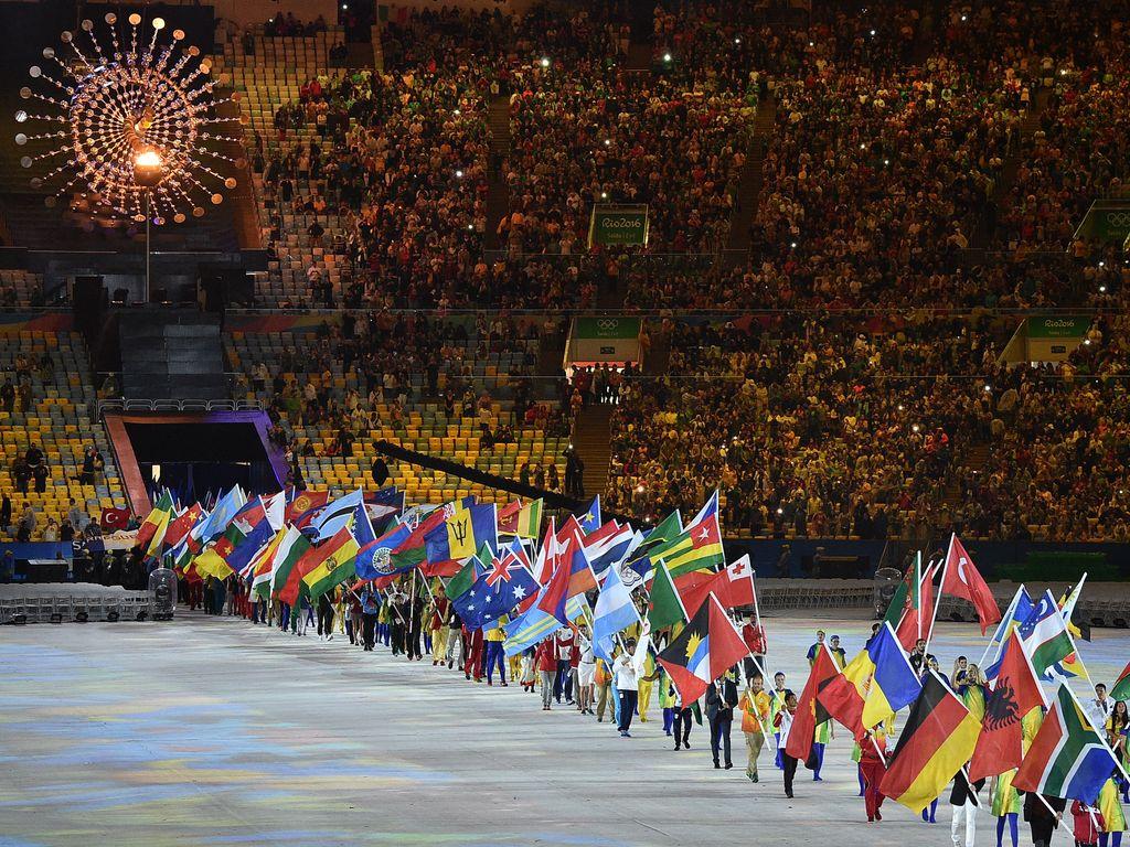 Sportler-Einlauf bei der Abschlussfeier der Olympischen Spiele 2016 in Rio