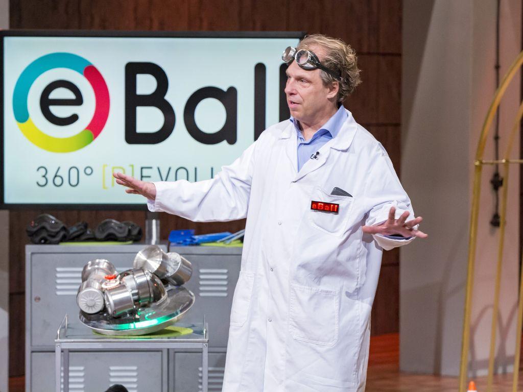 Erfinder Uli Sambeth präsentiert seine Erfindung
