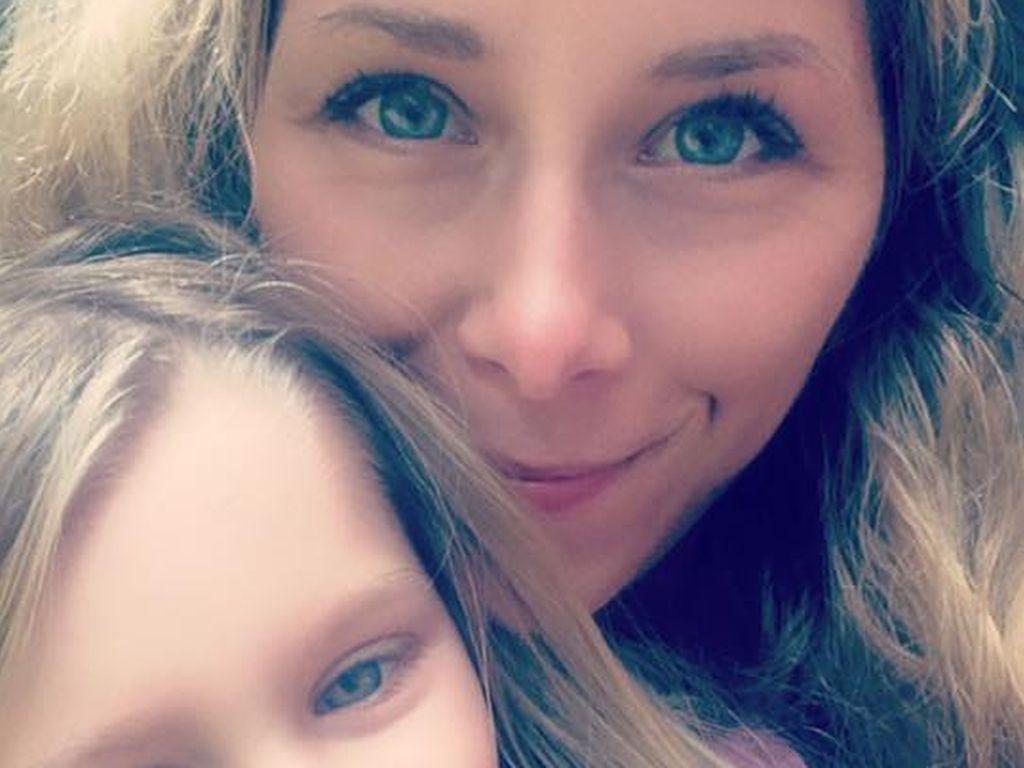 Tanja mit ihrer Tochter Jona