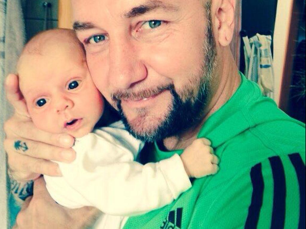 Daniel Krause mit seinem Töchterchen
