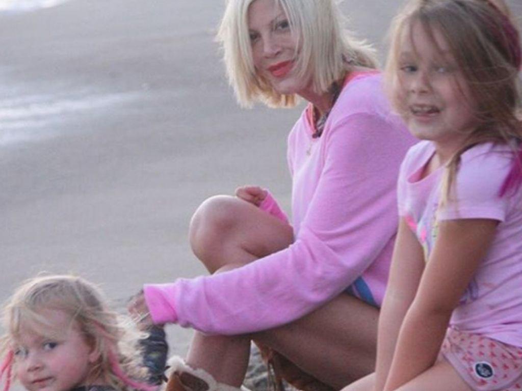 Tori Spelling mit ihren Töchtern