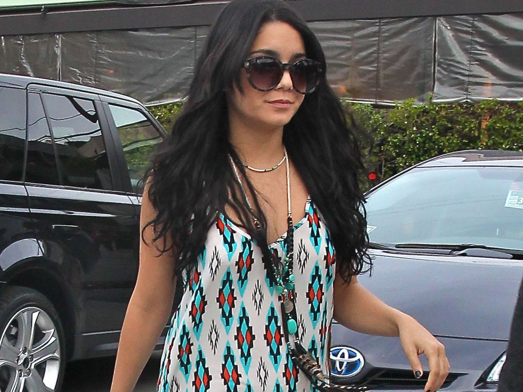 vanessa hudgens bleibt ihrem ethno style treu. Black Bedroom Furniture Sets. Home Design Ideas
